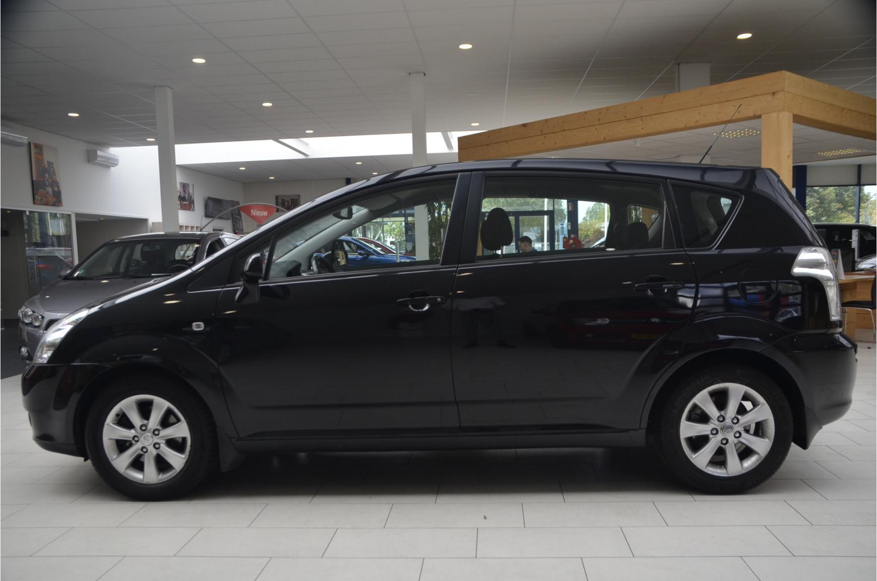 Toyota-Verso-1